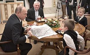 早安·世界 普京为脆骨症男孩圆梦,助其坐飞机游圣彼得堡