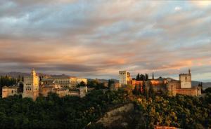 阿尔罕布拉宫,两个世界