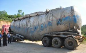 广东超载水泥罐车侧翻致9死事故:37名责任人被处理