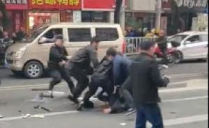 龙岩一公交车被劫持?警方:嫌疑人已被控制,暂未透露更多