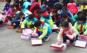 暖闻 攒一年钱,湖北90后林区教师为全校62名学生买棉鞋