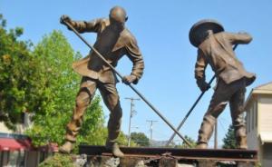 美首条跨洲铁?#26041;?#25104;150周年,国会议员推动决议案纪念华工