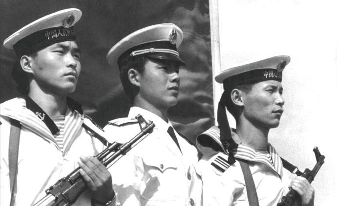 镜头中的1980年代中国人民海军:在风浪中闪耀