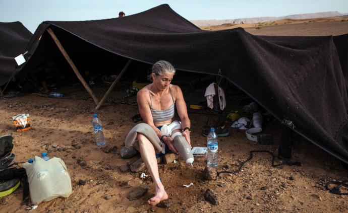 """穿上義肢征服撒哈拉沙漠!她是馬拉松""""刀鋒女戰士"""""""