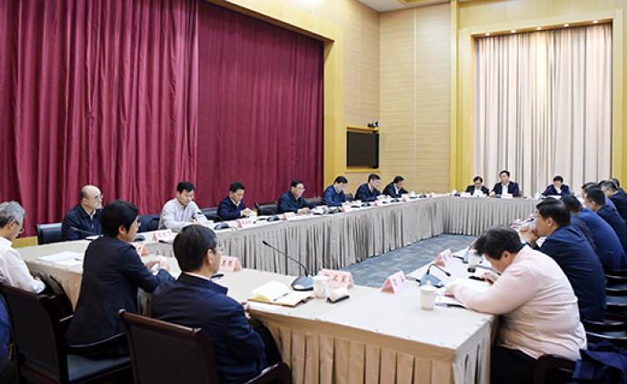 李强在区委书记座谈会上划重点:要始终把发展作为第一要务