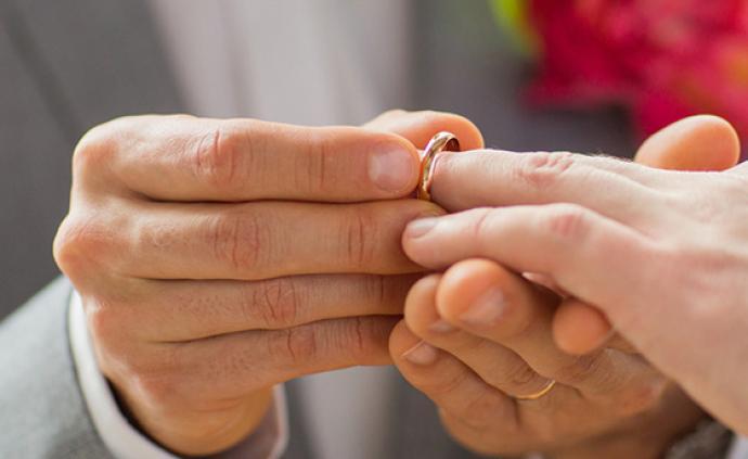 """臺灣地區通過""""同婚專法"""",同性可辦理結婚登記"""