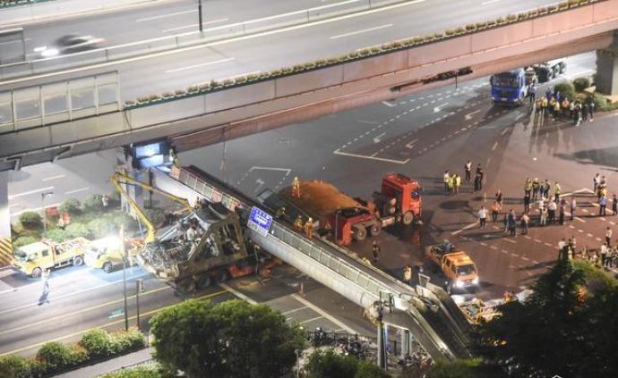 杭州天橋垮塌事件:涉事車輛未按超限車輛類型申辦通行許可