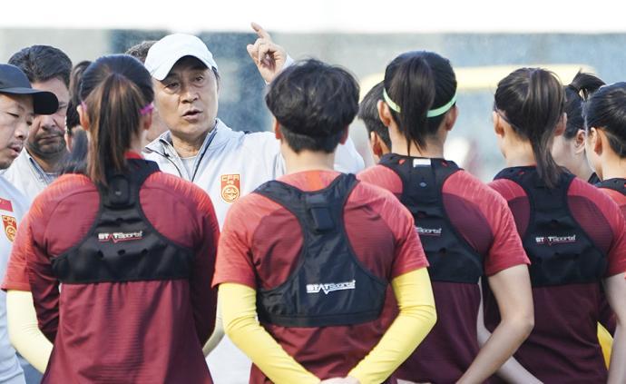 中國女足主帥賈秀全:全隊都按照拼冠軍的標準要求自己
