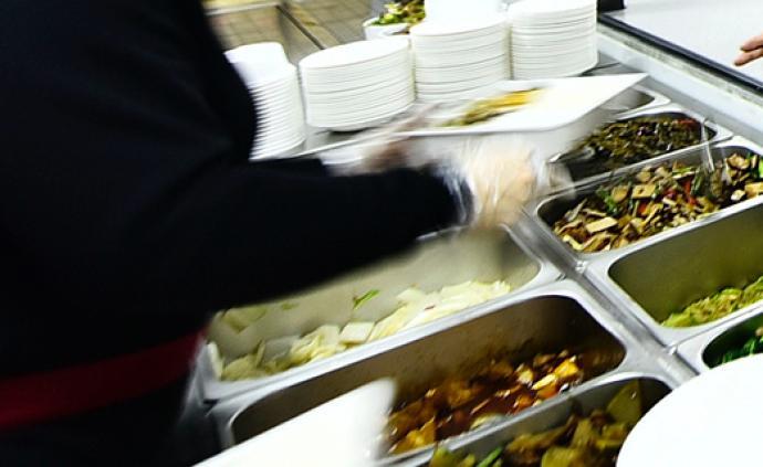 无锡通报8起学校食堂典型案件,有校长虚列食堂开支私分公款