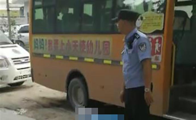 湖北通城3岁半女童被遗忘在校车内身亡,校车司机被警方控制