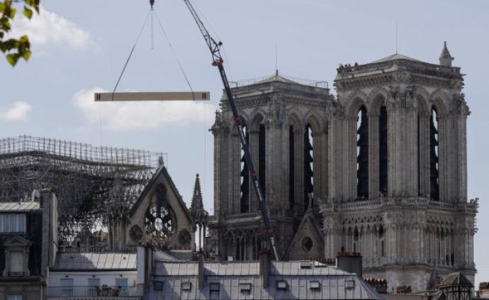 進度條與對話框︱微博上的巴黎圣母院