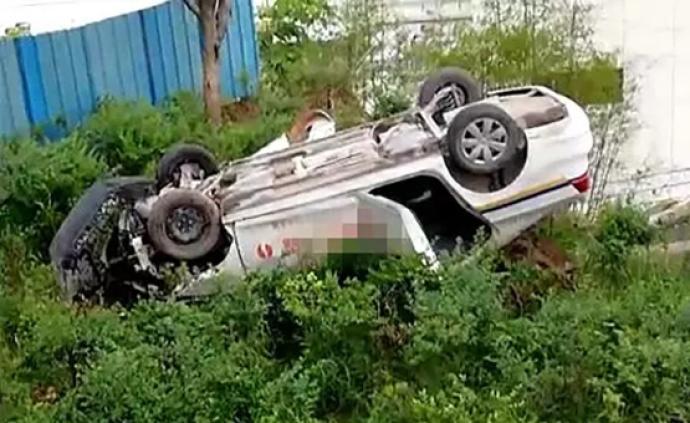 駕考現場未設置圍墻護欄,重慶云陽一教練車翻車致3人受傷