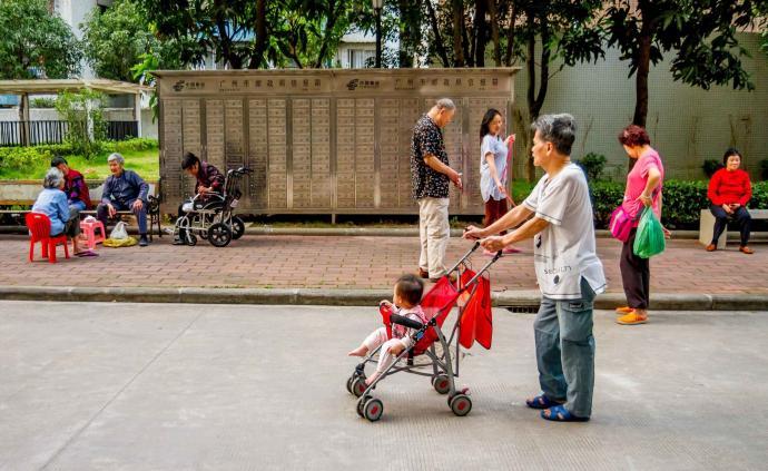 中国家庭︱照料孙辈,对祖辈获得养老支持的影响有多大