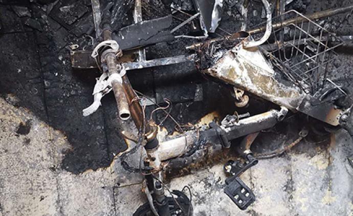 新购电动车电池充电起火烧毁房,厂家?#20309;?#27861;证实是我们的电池