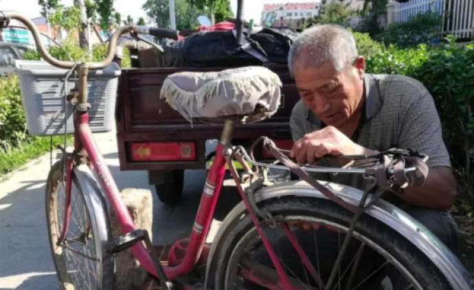 暖聞|青島老人被舉報占道修車執法人員不取締?官方回復暖心