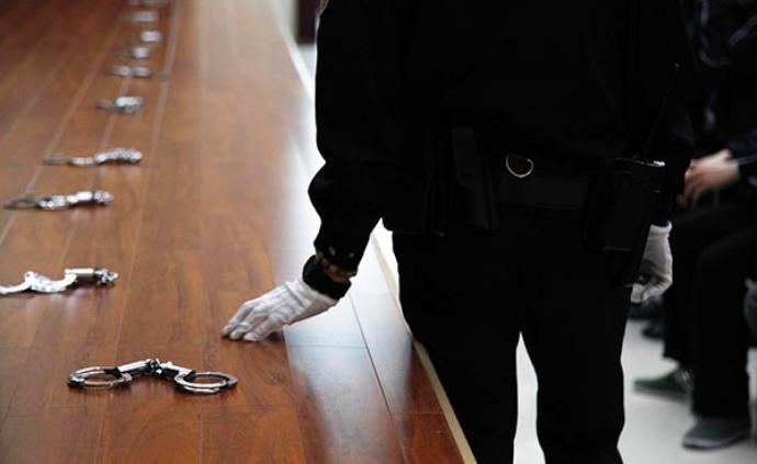 """深圳地铁上喊""""趴下""""引发恐慌的5名犯罪嫌疑人被批准逮捕"""