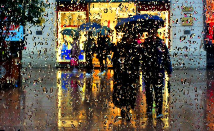 上海昨夜今晨普降大雨城市运行正常,今天白天仍有大到暴雨