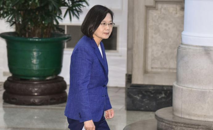 """蔡英文背后评""""大选""""对手:韩国瑜很强,郭台铭有钱"""