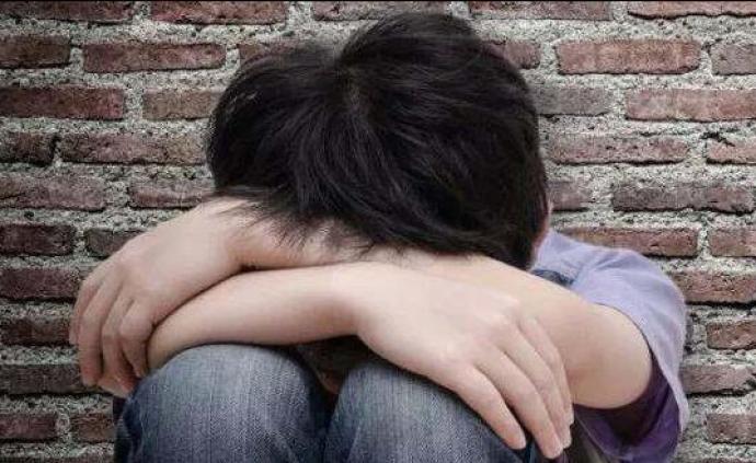 山西?#26696;?#29983;被同学欺凌致伤致郁?警方:三未成年人被采取措施