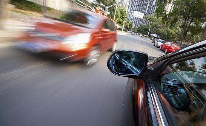 私家车出事故法院为何判保险不赔?车主未告知保险公司拉快车