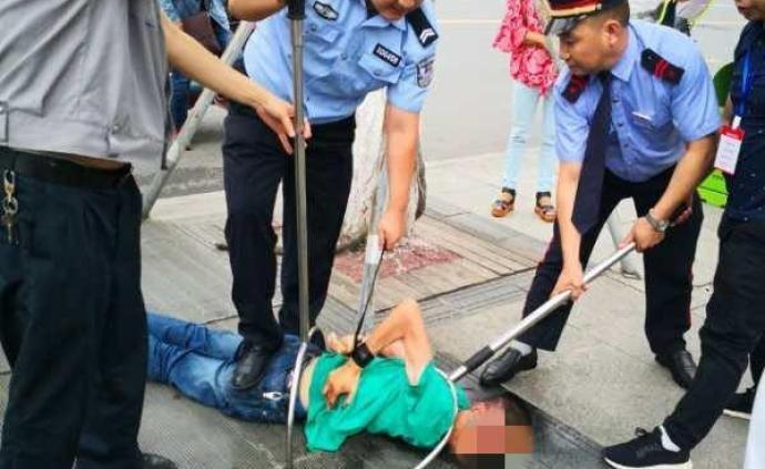 德阳市区一男子持刀杀伤保安致一死一伤,已被警方刑拘
