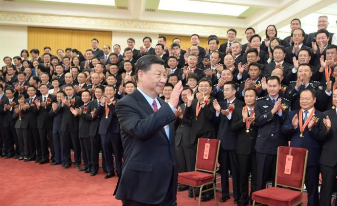 """习近平会见第九届全国""""人民满意的公务员""""受表彰代表"""