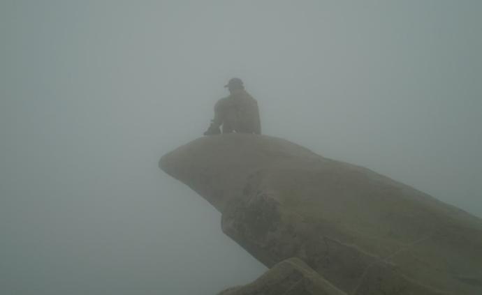 爬上泰山山顶后,我决定回家复读