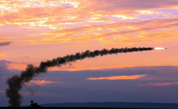 第72集團軍某旅組織實彈射擊考核,檢驗多方向目標抗擊能力