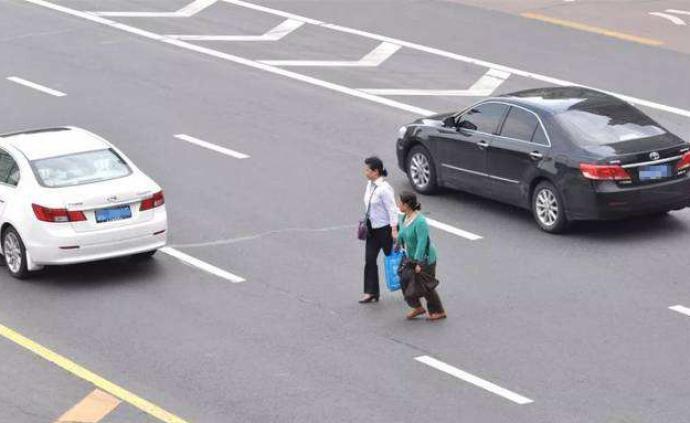 """告別""""誰弱誰有理""""!多地整治行人和非機動車違規行為"""