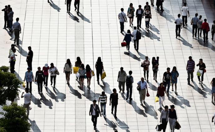 中国城镇常住人口增至8.3亿,户籍制度改革全面落地
