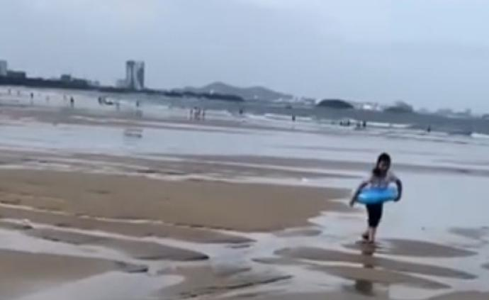 ?#26223;?#22899;童失联前拍过海滩玩耍视频,地点疑为福建东山金銮湾