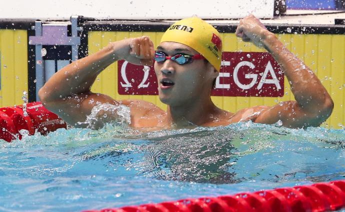 中国泳军第三金!徐嘉余卫冕100米仰泳冠军:我今天太帅
