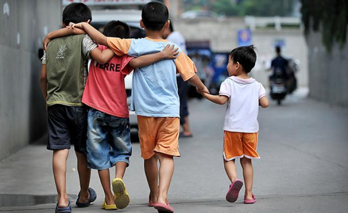 中国家庭︱留守儿童教育思考:谁陪你一起长大
