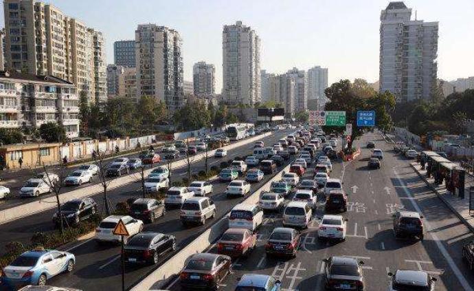 """今起杭州部分开放""""非浙A小车高峰限行"""",每年不超过12次"""