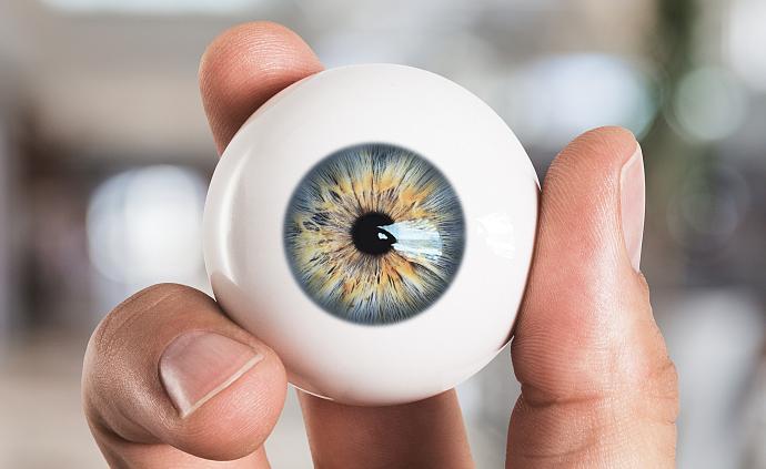 問答丨女子常戴美瞳,眼角膜變毛玻璃,你還敢戴嗎?
