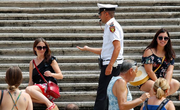 早安·世界|罗马禁止游客在西班牙台阶歇脚,最高罚400欧