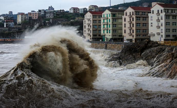"""视频直播丨台风""""利奇马""""将登陆浙江影响上海,狂风暴雨袭来"""