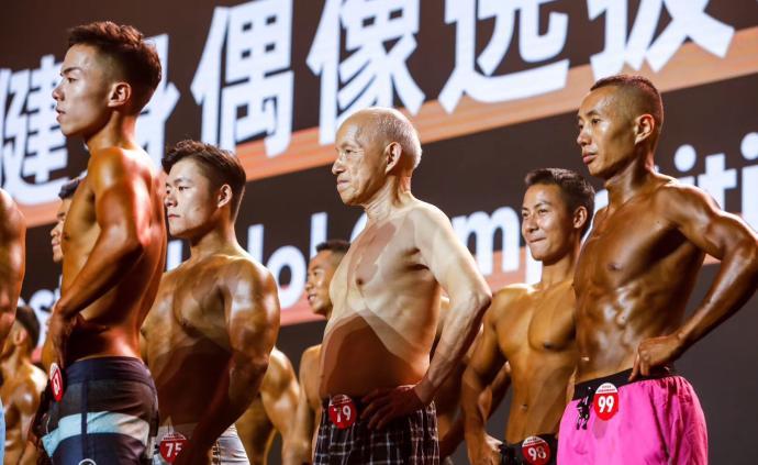 77歲大爺勇闖健美賽,不知天高地厚的背后是22年的自律