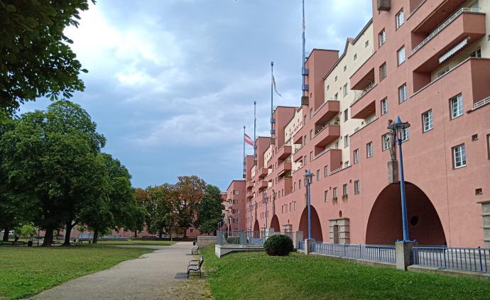 """维也纳红与黑:卡尔·马克思大院与""""红色维也纳""""百年"""