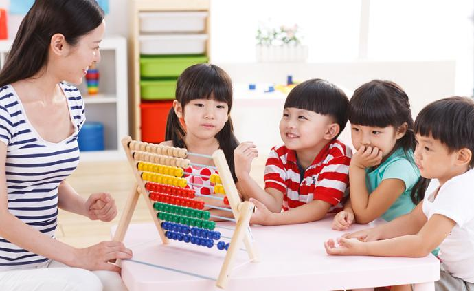 緩解幼兒分離焦慮,要提前做好進入幼兒園的適應準備