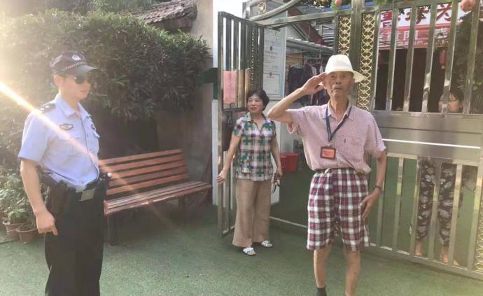 暖聞|武漢九旬老人迷路不想麻煩兒女,民警救助后他敬禮致謝