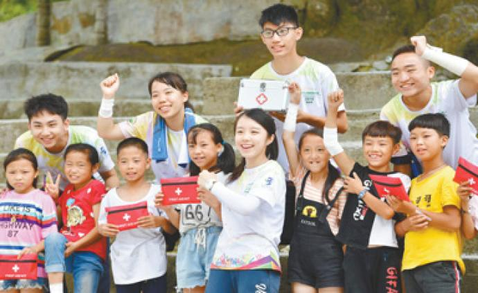 澳门学子来到黔桂交界的乌英苗寨教学点,开展暑期支教活动