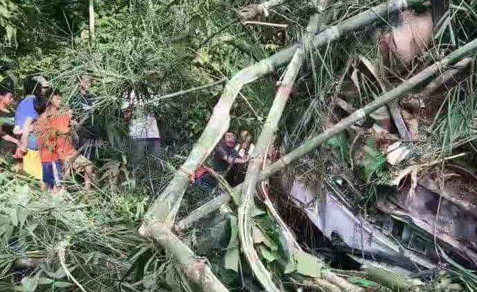 南京文旅:旅行团老挝遇车祸已致14死,中方遇难人数未确定