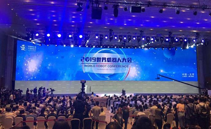 苗圩:中國工業機器人產量占全球38%以上,關鍵技術需提升