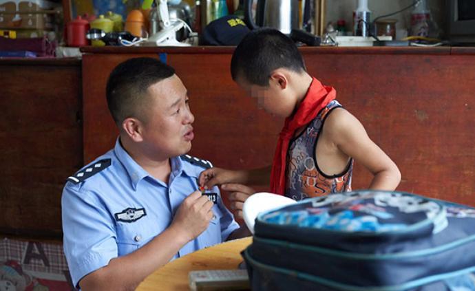 暖聞|遼寧男子醉駕撞傷兩行人被拘役,交警守諾為他照顧孩子