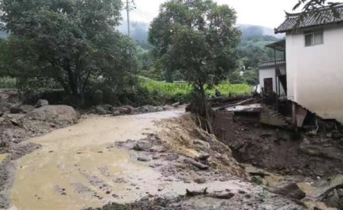 云南玉龍縣發生山洪致2人失聯,未來24小時仍有降雨