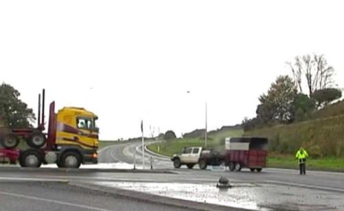新西兰大巴侧翻事故游客系从成都出发旅游团队