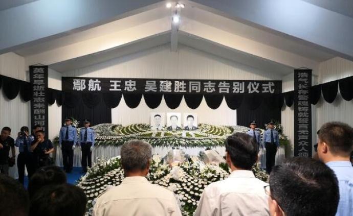 浙江衢州龍游送別鄢航、王忠、吳建勝三位因公犧牲交警