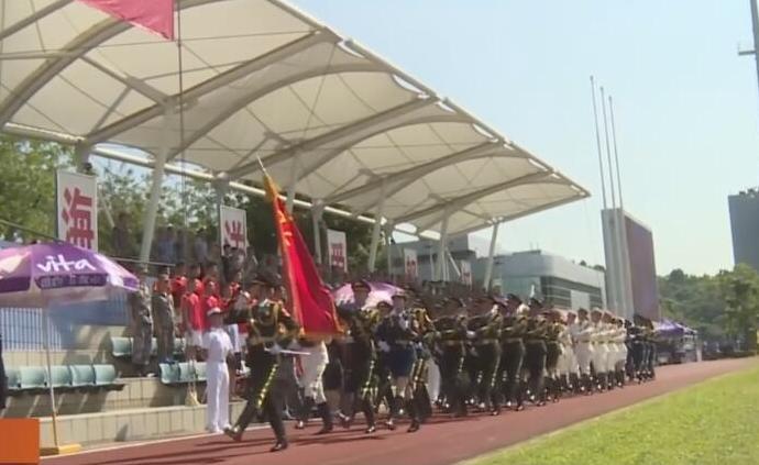 香港中秋探訪團慰問駐港部隊官兵:我們都是一家人!