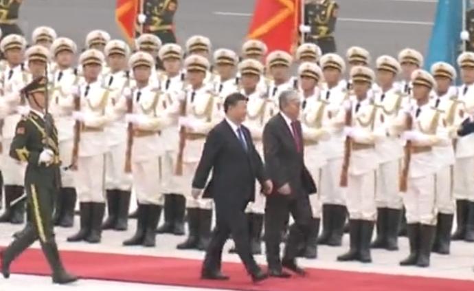 习近平举行仪式欢迎哈萨克斯坦总统访华并同其举行会谈